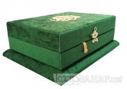 Sandıklı - Çeyizlik Veya Hediyelik Ahşap Kadife Sandıklı Kuran-ı Kerim - Yeşil Renk (Ciltli)