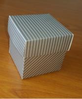 Kapaklı Karton Kutu Gri Çizgili 5x5x5 cm.