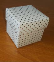 Kapaklı Kutu 5x5x5 cm. Gümüş Puantiyeli