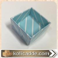 Küçük Üstü Asetat Kapaklı Altı Mavi Karton Üzerine Beyaz Çizgili Kutu