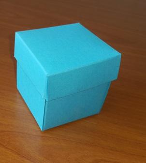 Mavi Kapaklı Karton Kutu 5x5x5 cm.