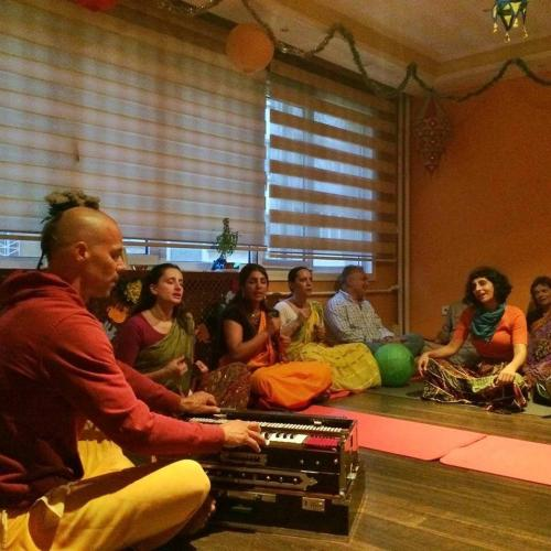 Şirmad Bhagavatam Sınıfı ve Kirtan Yoga