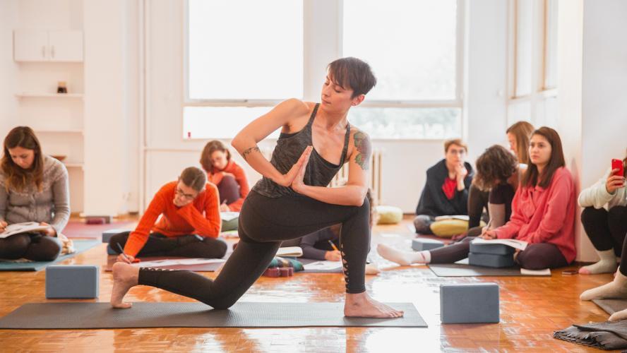 Sinem Er ile 200 Saat Temel Vinyasa Yoga Uzmanlaşma Programı