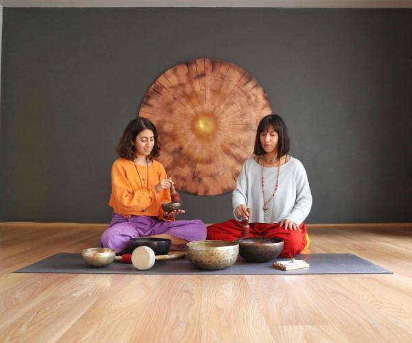 Nazan Kışlak ve Naghmeh Moradi ile Tibet Çanaklarıyla Dharana Çalışması