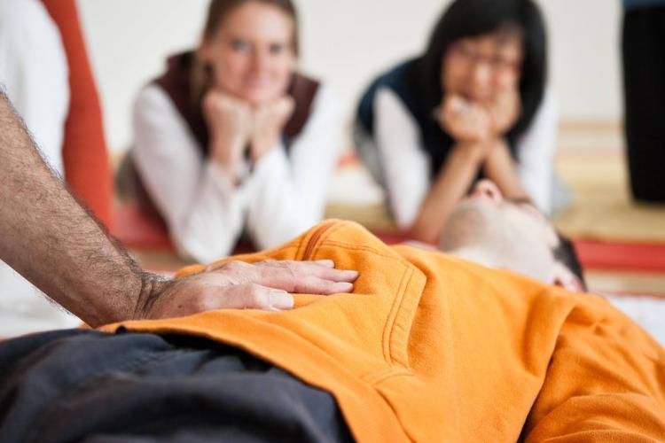 Dokunuş Sanatı Shiatsu'nun İnceliklerini Ustasından Öğrenin Figen Demi