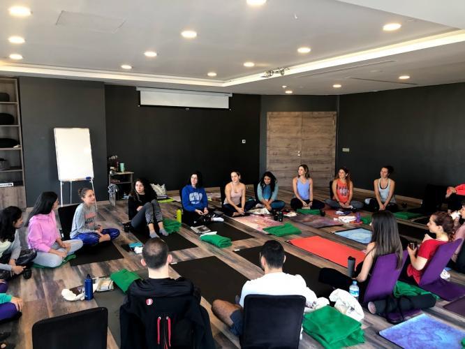 Seda Günaltay 200 saat Yoga Alliance onaylı Yoga Eğitmenlik Eğitimi