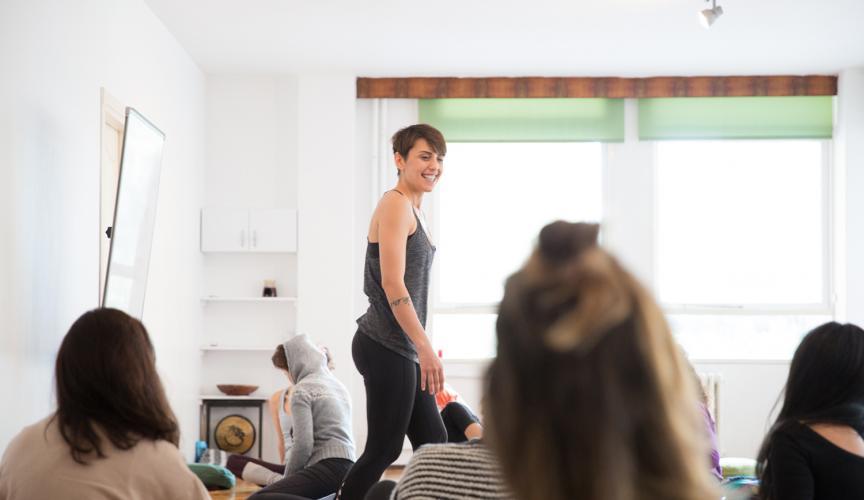 Sinem Er İle 200 Saatlik Online Temel Yoga Uzmanlaşma Programı Damla F