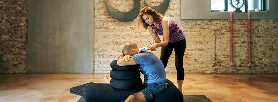 Gül Dirican ile Restoratif Yoga / Restorative Yoga